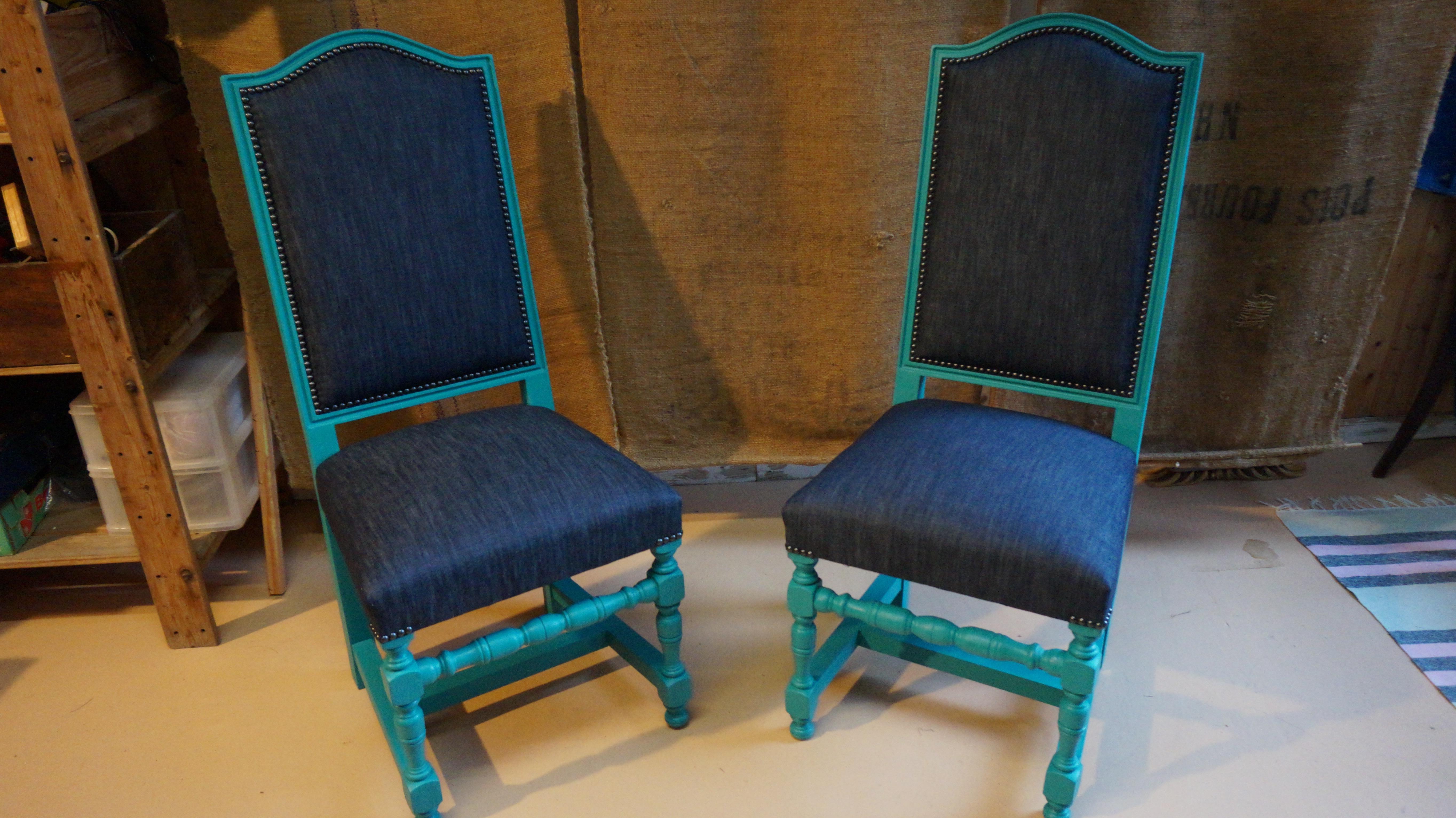 Paire chaises de style jean atelier rockup - Chaises de style ancien ...